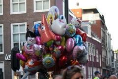 Haarlem-397-Ballonnenverkopen-op-de-bloemenmarkt