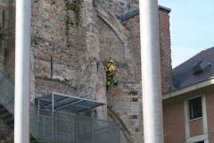 Sint-Truiden-134-Restaurateur-aan-het-werk-bij-Abdijtoren