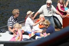 Haarlem-1096-Gezellig-in-een-bootje-op-Het-Spaarne