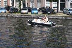 Haarlem-1127-Gezellig-in-een-bootje-op-Het-Spaarne