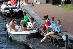 Haarlem-1293-Gezellig-in-een-boot-op-Het-Spaarne