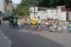 Brussel-2014-0815-Schaarbeek-Fietsende-kinderen-steken-Masuistraat-over