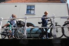 Alkmaar-218-Brug-over-Kaarsemakersgracht-met-fietsers