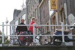 Alkmaar-219-Brug-over-Kaarsemakersgracht-met-fietsers