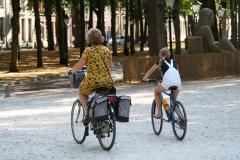 Den-Haag-045-Lange-Voorhout-Moeder-en-kind-op-de-fiets