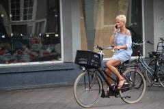 Den-Haag-151-Op-de-fiets-bellen