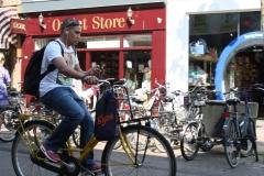 Haarlem-247-Op-de-fiets-met-mobieltje-door-de-stad