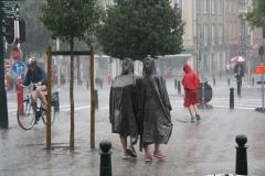 Brussel-2014-0191-Regenbuien-in-de-Marollenwijk