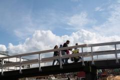 Alkmaar-205-Voetgangers-op-brug