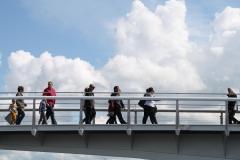 Alkmaar-209-Voetgangers-op-brug