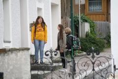 Bramberg-Leerlingen-die-uit-school-komen-1